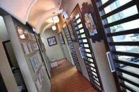 SmileMakeOver Dental & Aesthetic Center Hallway photo #2