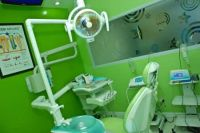 SmileMakeOver Dental & Aesthetic Center treatment room photo #3