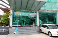 Bangkok International Dental Center - Bangkok, Thailand - front door