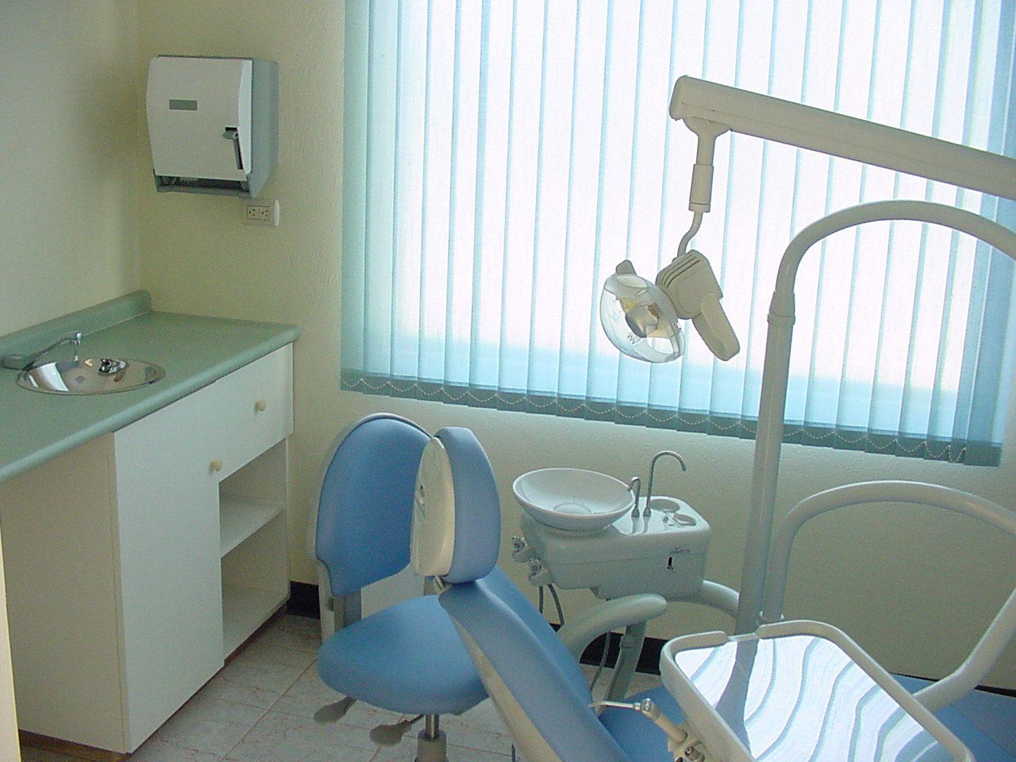 Aesthetic Dental Implantology