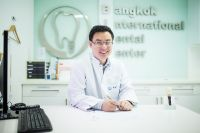 Bangkok International Dental Center - Bangkok, Thailand - Doctor is kind and friendly to welcome all