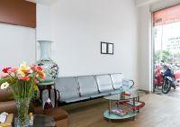 I-DENT Dental Implant Center   Waiting area