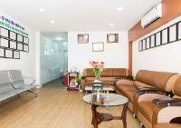 I-DENT Dental Implant Center - Waiting area