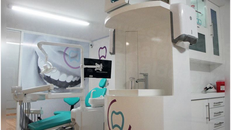 La Clinica Dental