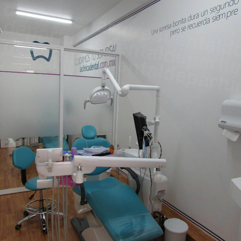La Clinica Dental - Doctores