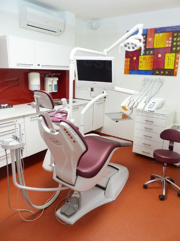 1st Dent - Dental Clinics in Hungary