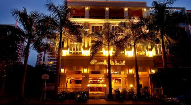 Moonlight Hotel Saigon South